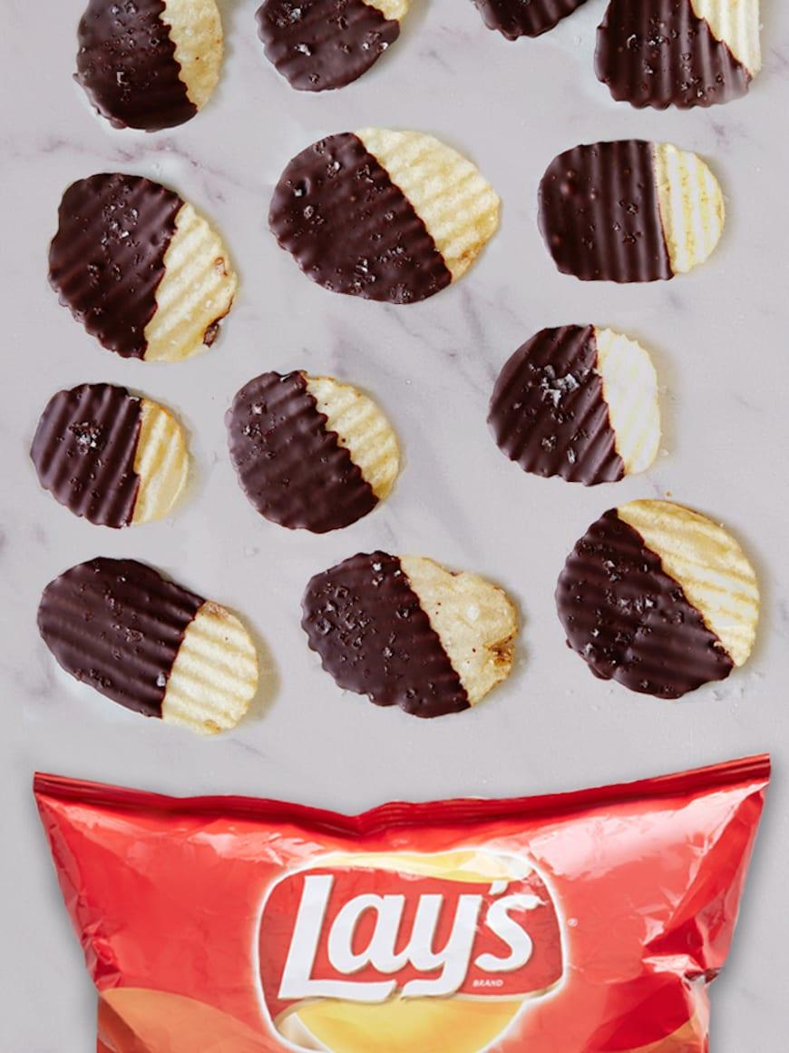Dark Chocolate Dipped Potato Chips from www.whatsgabycooking.com (@Whatsgabycookin)