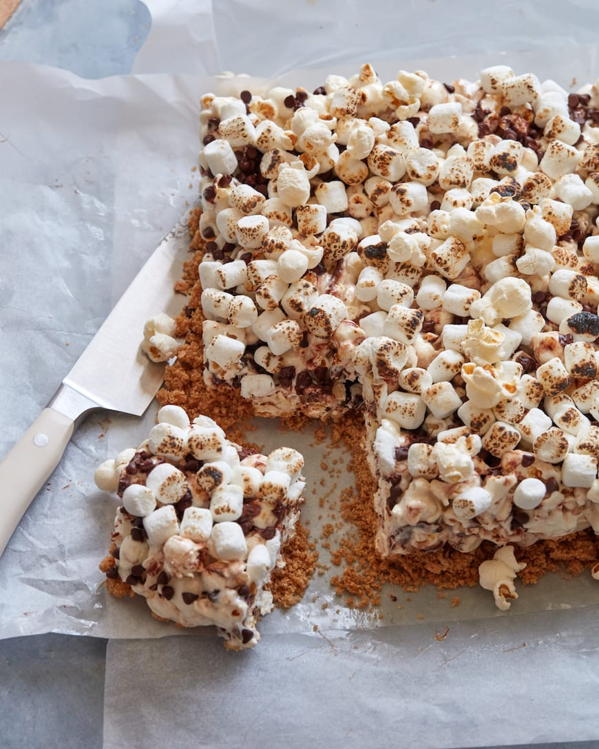 S'more Popcorn Bars from www.whatsgabycooking.com (@whatsgabycookin)