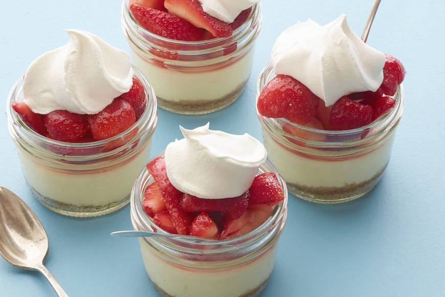 MINI_MASON_JAR_STRAW_CHEESECAKE_BLOG_1
