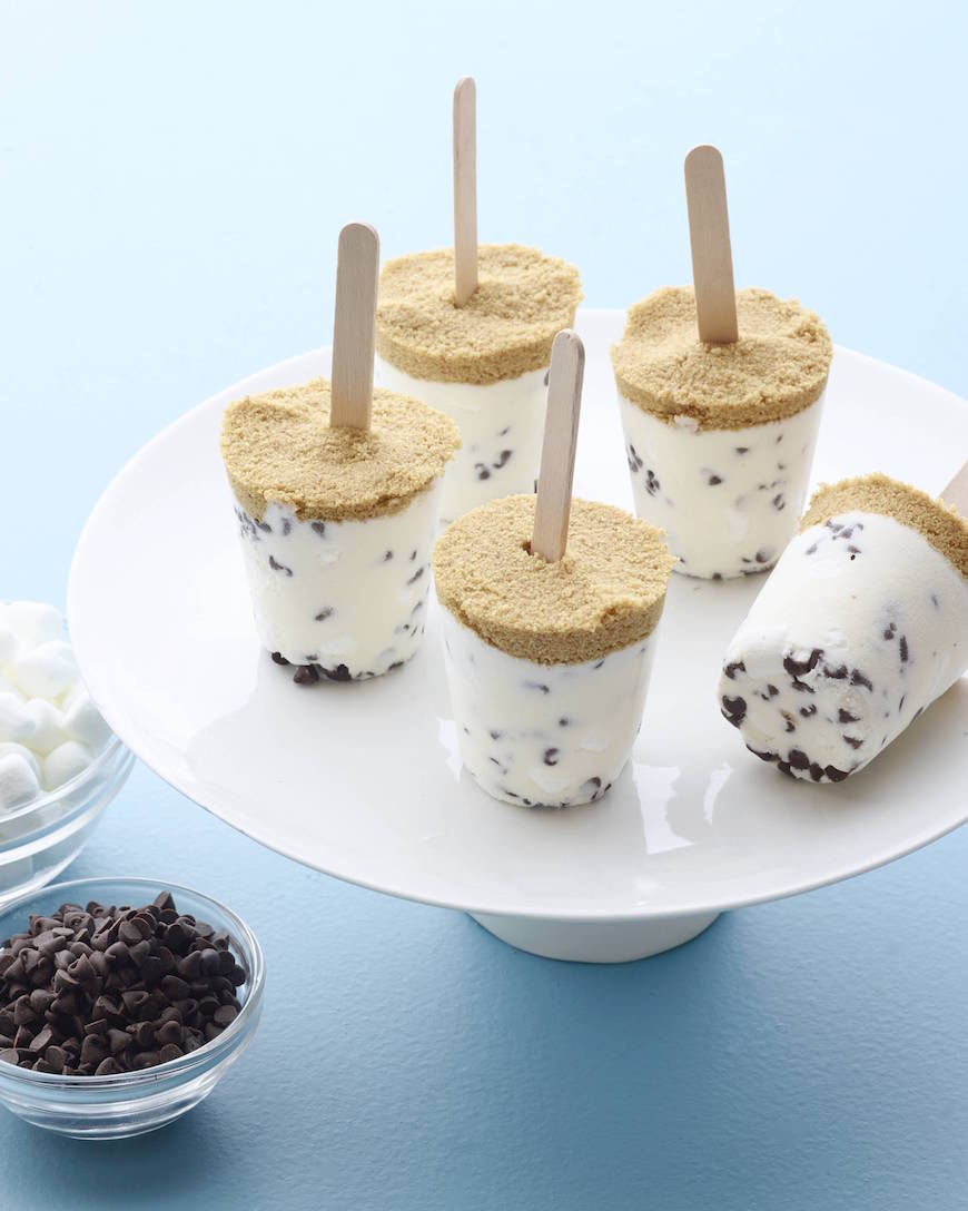 S'more Cheesecake Pops from www.whatsgabycooking.com (@whatsgabycookin)