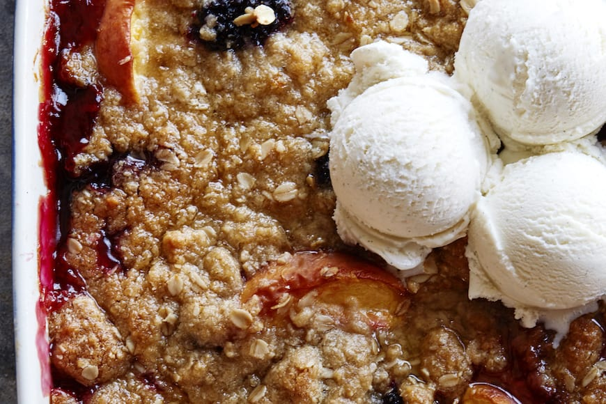 Peach and Blackberry Crisp from www.whatsbetwa让球gabycooking.com (@whatsgabycookin)
