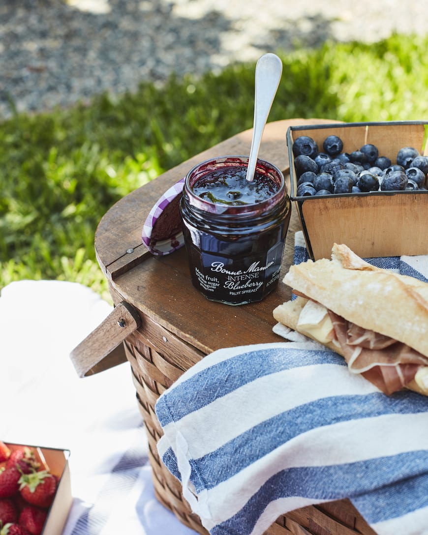 Easy Summer Picnic Menu from www.whatsgabycooking.com (@whatsgabycookin)