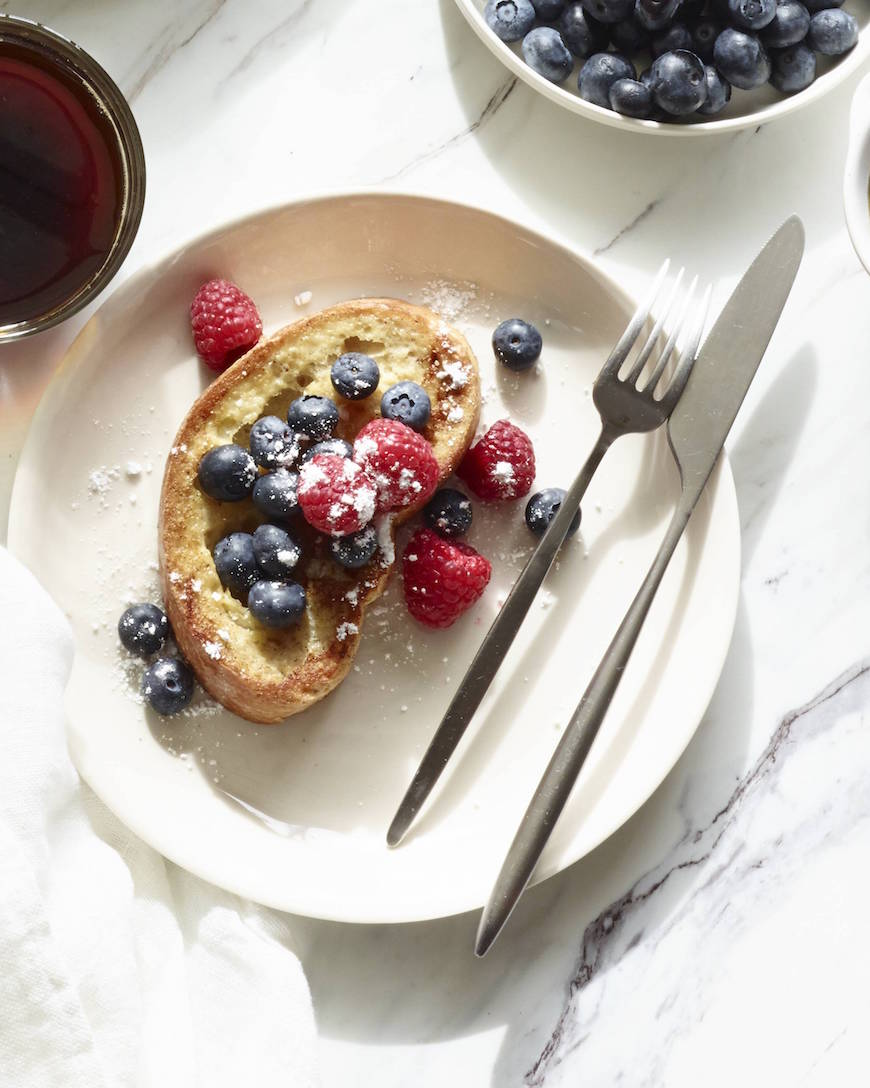 A simple recipe for Vanilla Bean French Toast! Takes less than 20 minutes and it's the absolutely best recipe to serve for a leisurely weekend brunch! From www.whatsgabycooking.com (@whatsgabycookin)