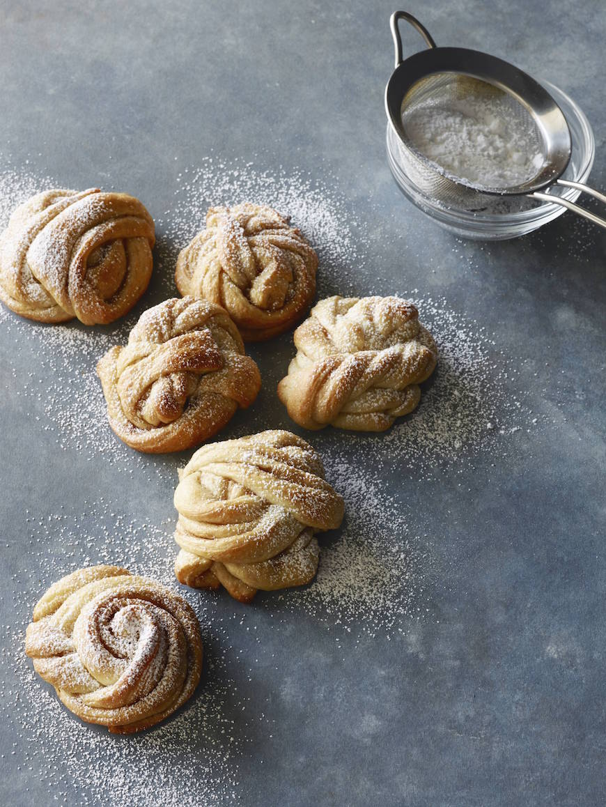 Swedish Cinnamon Rolls from www.whatsgabycooking.com (@whatsgabycookin)