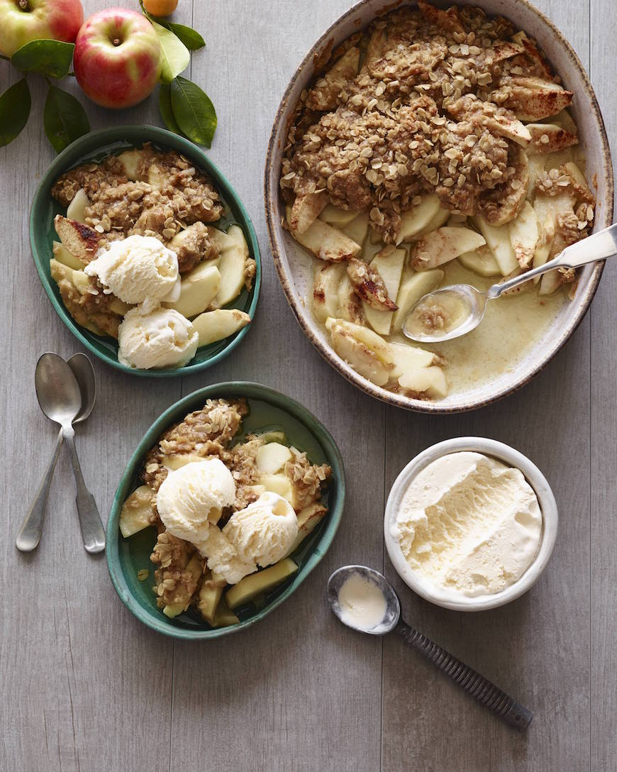 Classic Apple Crisp from www.whatsgabycooking.com (@whatsgabycookin)