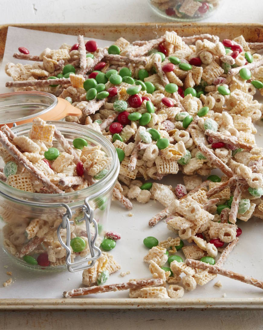 white chocolate christmas crack from wwwwhatsgabycookingcom whatsgabycookin - Christmas Crack Recipe Chex